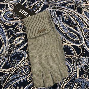 NWOT Grey Steve Madden gloves without tops